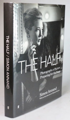 The Half. Photographs of Actors Preparing for the Stage. Simon ANNAND.