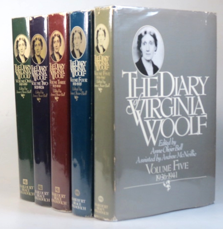 The Diary of... Introduced by Quentin Bell. Edited by Anne Olivier Bell. Virginia WOOLF.