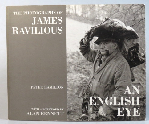An English Eye. The Photographs of James Ravilious. With a foreword by Alan Bennett. James RAVILIOUS, Peter HAMILTON.